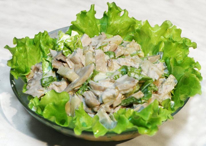 Вариант грибного салата с курицей