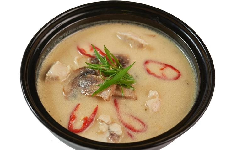 Тайский куриный суп с грибами
