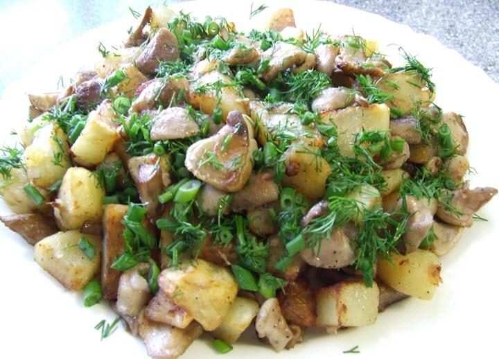 Маслята с картошкой и зеленью