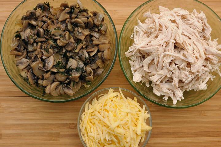 Начинка для штруделя с грибами, сыром и курицей