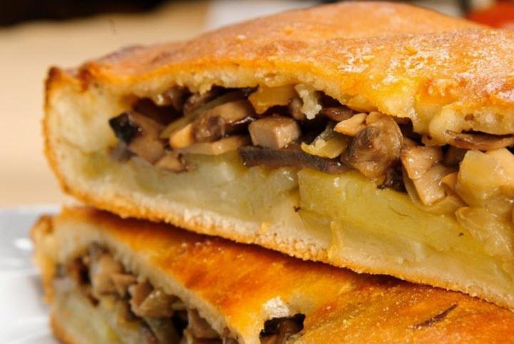 Пирог с грибами и картошкой