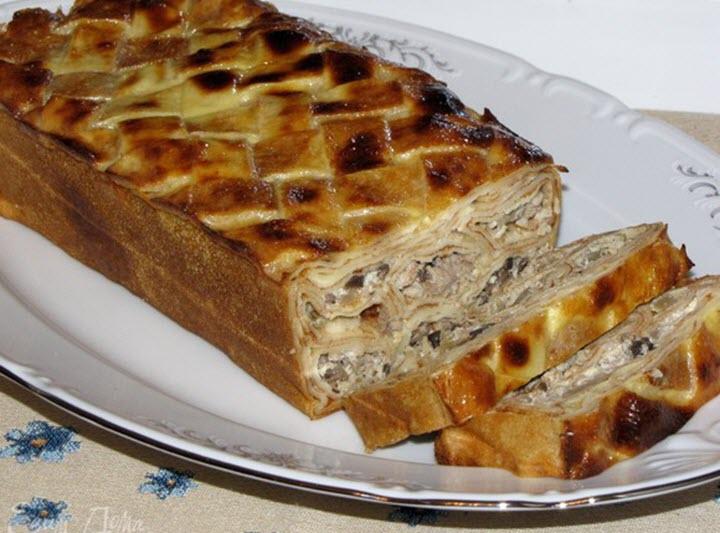 Пирог из блинов с грибами и курицей
