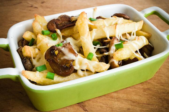 Грибной соус с картофелем и сыром в духовке
