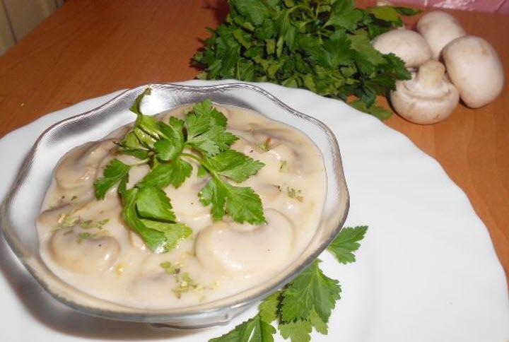 Сметанный соус с грибами и картофелем