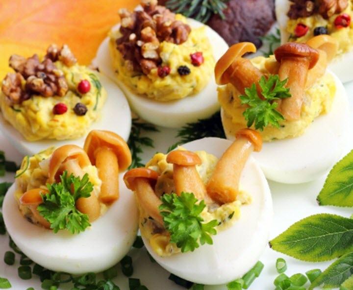 Яйца с грибной начинкой