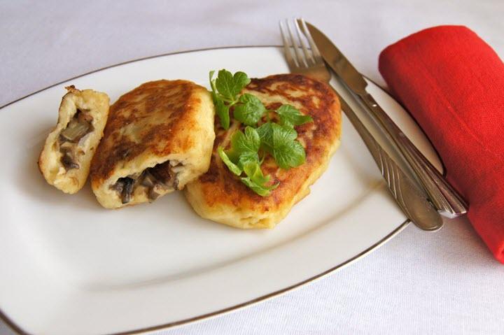 Пирожки из картофеля с грибной начинкой