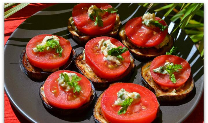 Баклажаны с помидорами и грибами