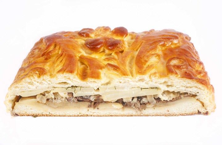 Пирог с начинкой из грибов и картофеля