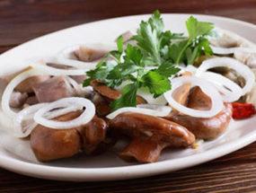 Закуска из соленых грибов